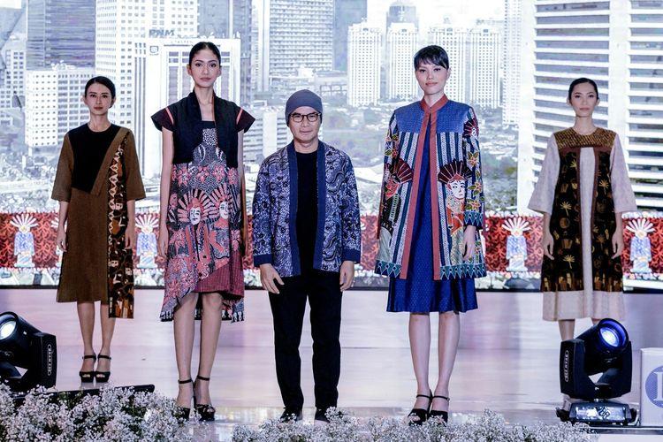Desainer Wignyo Rahadi mengangkat kreasi baru kain Batik Betawi dalam koleksi bertema Kleurrijk de Batavia.