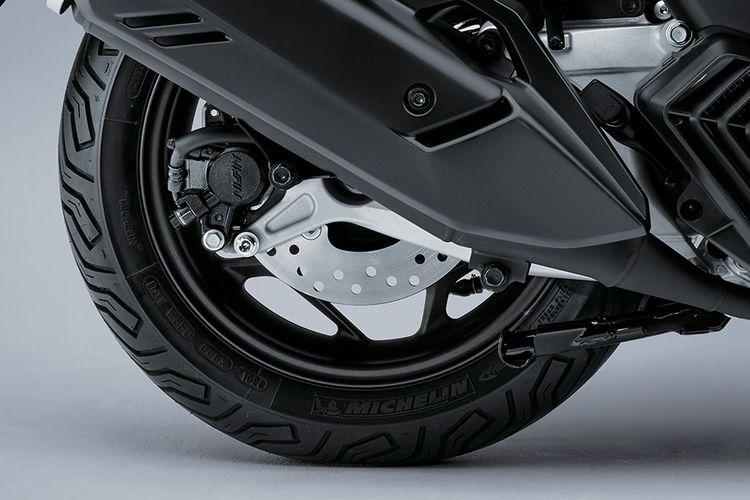 Hoonda PCX 160 sudah dilengkapi dengan Honda Selectable Torque Control (HSTC) atau kontrol traksi