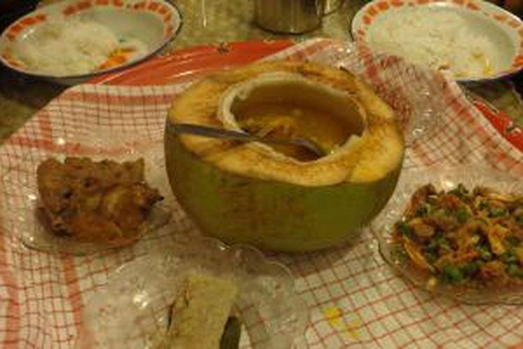Makanan tradisional khas Belitung di Rumah Makan Belitong Timpo Duluk, Jalan Lettu Mat Daud, Kampung Parit, Kelurahan Parit, Tanjung Pandan, Kabupaten Belitung, Provinsi Bangka Belitung.