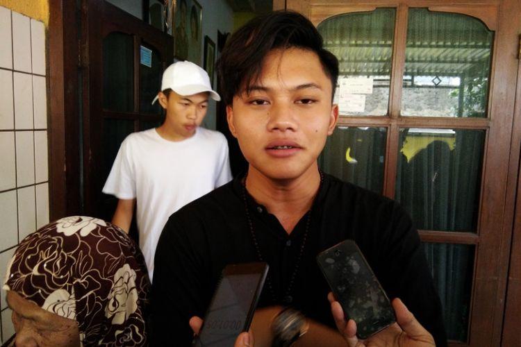 Solois Rizky Febian saat ditemui di kediaman almarhum kakeknya,Jalan Kamarung, Kota Cimahi, Jawa Barat.