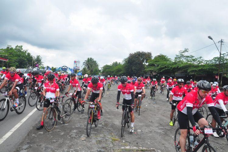 Para peserta memeriahkan kegiatan BTN Tour De Borobudur pada 2017 lalu.