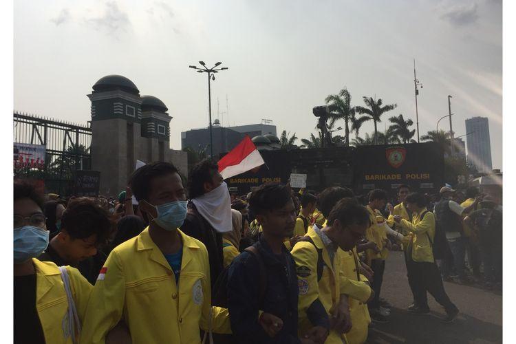 Mahasiswa yang aksi di Gedung DPR RI, Jakarta Pusat, Senin (23/9/2019).