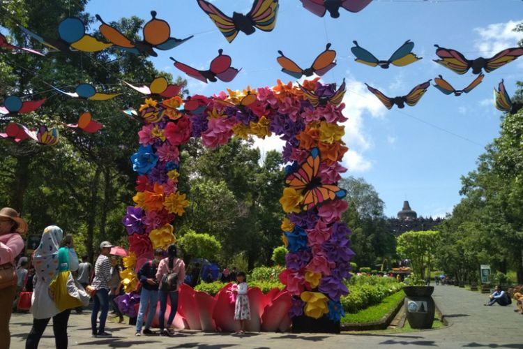 Butterfly Photobooth di komplek Taman Wisata Candi Borobudur, Magelang, Jawa Tengah, pada liburan Natal 2017