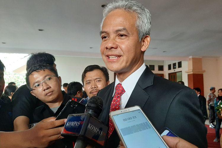 Gubernur Jawa Tengah Ganjar Pranowo saat ditemui usai pengukuhan gelar di Gedung Prof. Sudarto, Undip Semarang, Jumat (14/2/2020).