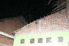 Gara-gara Puting Beliung, Rumah Rusak Tertimpa Pohon Petai