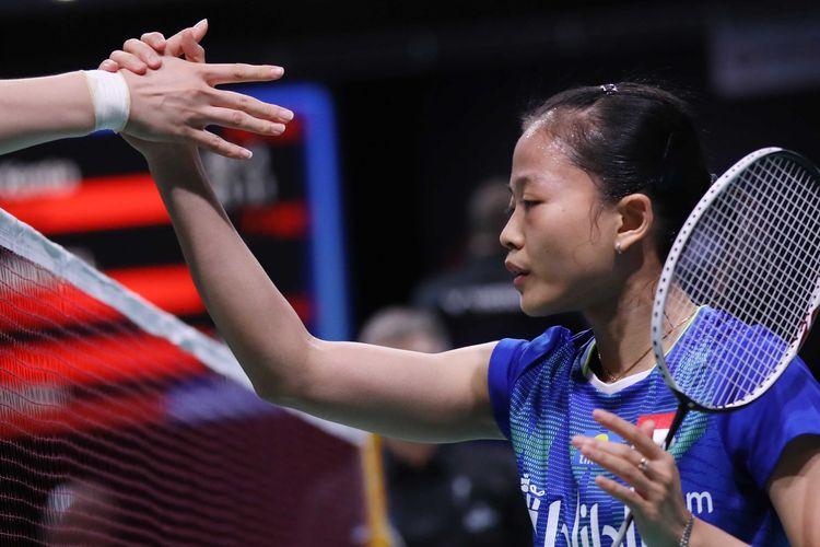 Pebulu tangkis tunggal putri Indonesia besalaman dengan Chai Yan Yan asal China yang mengalahkannya di babak pertama Denmark Open 2019, Rabu (16/10/2019).