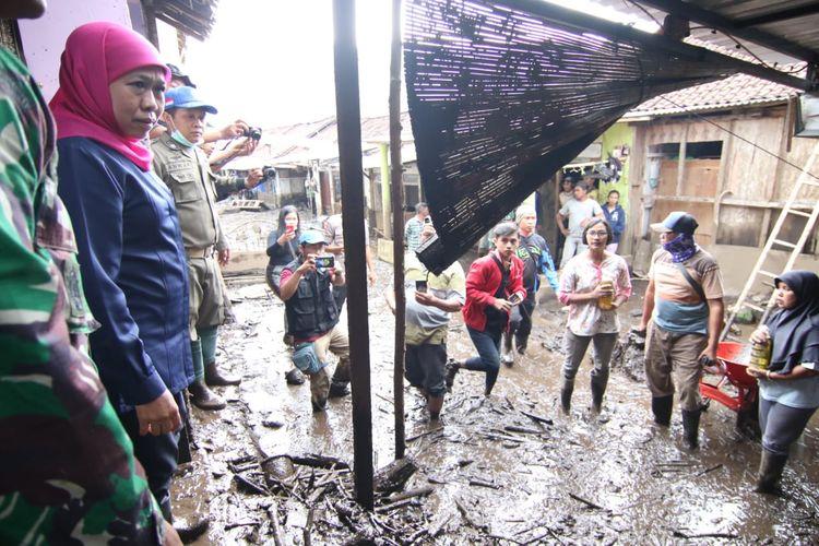 Gubernur  Jawa Timur Khofidah Indar Parawansa saat mengunjungi lokasi terdampak banjir bandang di Kecamatan Ijen Kabupaten Bondowoso