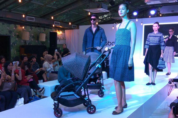 Stroller bermotif batik yang stylish.