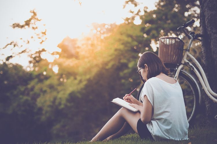 Memanfaatkan waktu luang dengan baik dapat meningkatkan produktivitas dan menyehatkan mental.