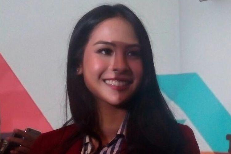 Penyanyi dan artis peran Maudy Ayunda (22 tahun) menjadi brand ambassador CIMB Niaga dalam peluncuran kampanye Forward, di Jakarta, Rabu (5/4/2017).