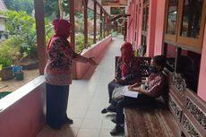 Cerita Dimas, ke Sekolah Sendirian karena Tak Mampu Beli Smartphone untuk Belajar Online