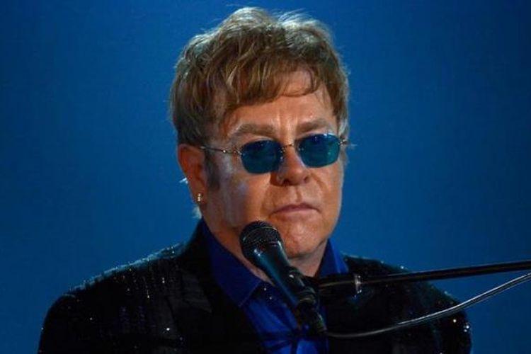 Elton John tampil di panggung Grammy Awards 2013, yang diadakan di Staples Center, Los Angeles (California,AS), Minggu (10/2/2013) waktu setempat.