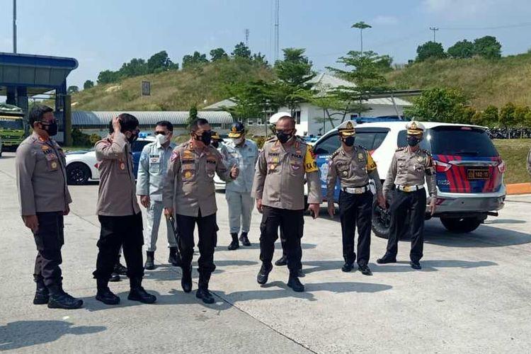 Kakorlantas Irjen Istiono mensurvey lokasi penyekatan mudik di Lampung. (FOTO: Dok. Humas Polda Lampung).