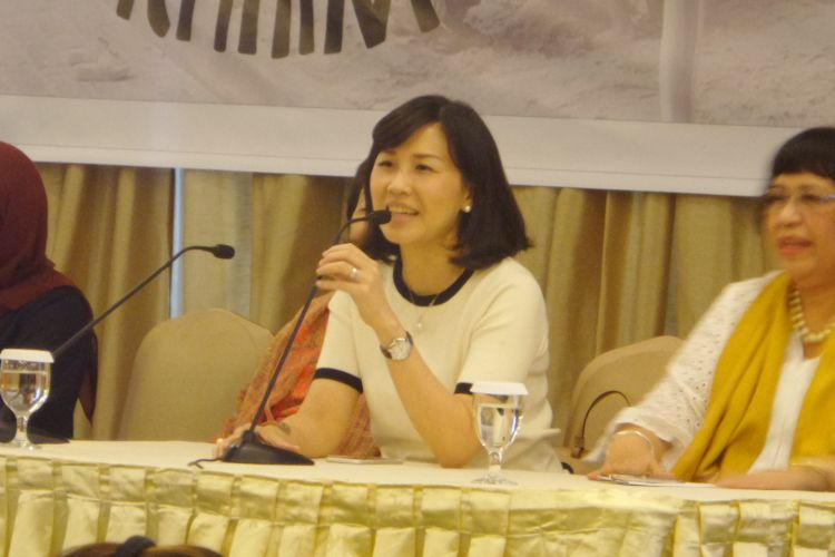 Veronica Tan, istri Gubernur non-aktif DKI Jakarta Basuki Ahok Tjahaja Purnama saat menjadi narasumber dalam kegiatan yang diadakan organisasi Perempuan Peduli Kota Jakarta (PPKJ) di Hotel Atlet Century Park, Sabtu (25/3/2017)