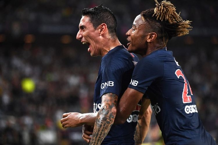 Angel Di Maria dan Christopher Nkunku merayakan gol PSG ke gawang AS Monaco pada laga Piala Super Perancis 2018 di Shenzhen, 4 Agustus 2018.