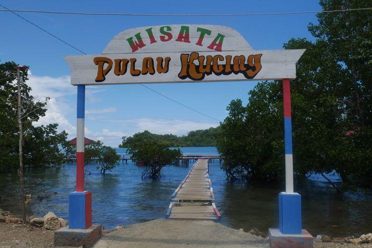 Pulau Kucing merupakan salah satu obyek wisata di Desa Fukweu, Kecamatan Sanana Utara, Kepulauan Sula, Maluku Utara, Sabtu (14/4/2018).