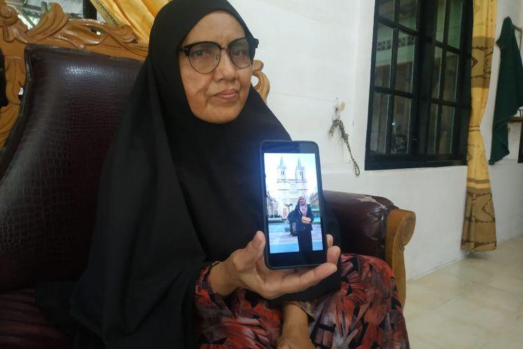 Rosmawati orang tua dari mahasiswa Aceh di Wuhan, Sabtu (1/2/2020)