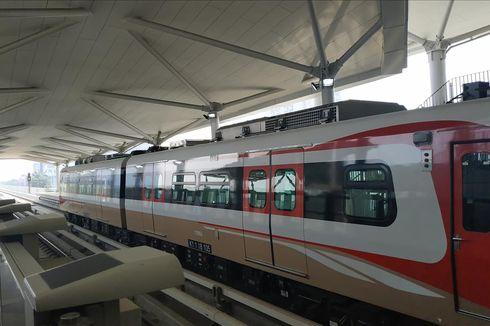 Penumpang Keluhkan Hanya 2 Gerbong LRT Jakarta yang Beroperasi
