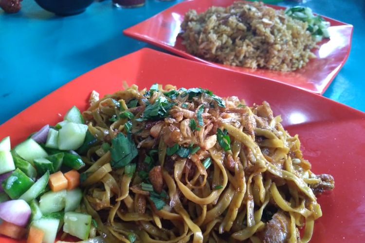 Nasi goreng dan m goreng legendaris dari Bandung ini sudah berdiri sejak tahun 1950. Hingga kini masih bertahan dan menjadi buruan para penggemarnya.
