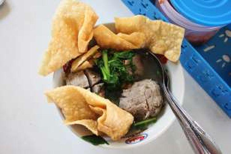 Bakso sawi yang diklaim sebagai bakso sehat oelh pemilik menu di warung Bakso Wonogiri, Kabupaten Nunukan, Kalimantan Utara. Cukup hanya dengan Rp 13.000 pembeli sudah bisa mendapakan seporsi bakso sawi.