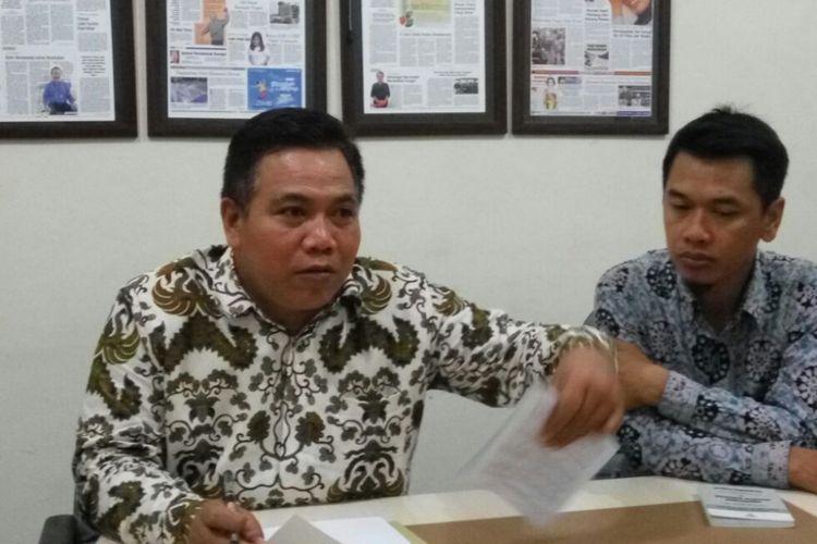 Kepala Ombudsman RI Perwakilan DIY Budhi Masthuri saat jumpa pers terkait keputusan pemanggilan kepada Rektor UGM