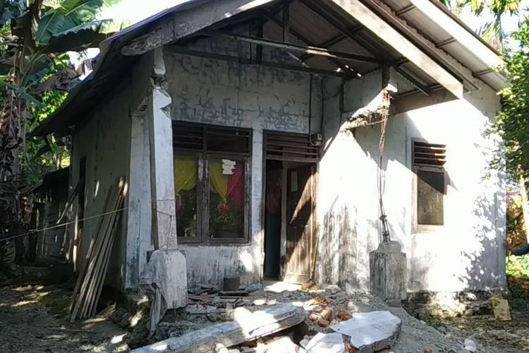 Satu unit rumah warga mengalami kerusakan di desa bedagong kecamatan teupah selatan kabupaten simeulue propinsi Aceh, akibat gundangan gempa yang terjada pada selasa (7/1/2020) siang dengan kekuatan 6,1 magnitudo. Gempa berpusat pda 24 kilometer barat daya Kota Sinabang.