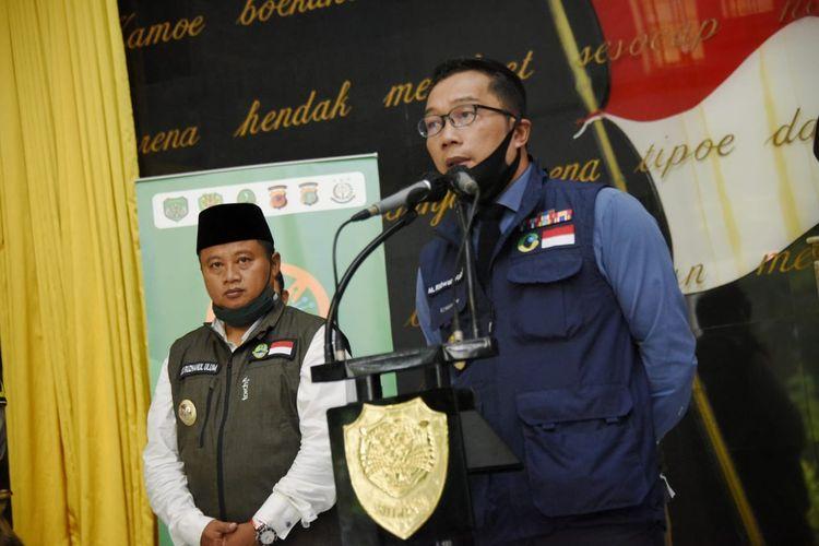 Gubernur Jawa Barat Ridwan Kamil bersama Wakil Gubernur Jawa Barat Uu Ruzhanul Ulum