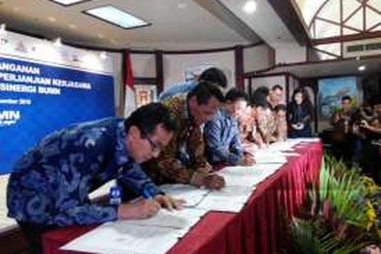 Penandatanganan kerja sama antara PT Bank Tabungan Negara (Persero) Tbk dengan tujuh BUMN di Jakarta, Kamis (29/12/2016)