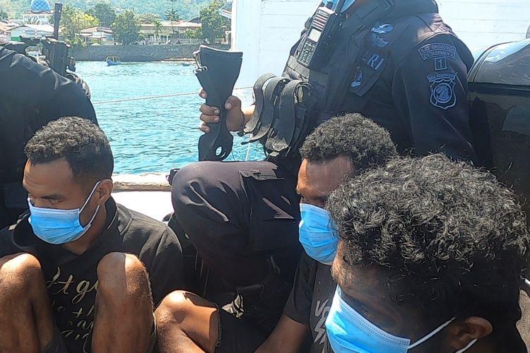 Sebanyak tiga pelaku perusakan ambulans asal Desa Mauta, Kecamatan Pantar Tengah, Kabupaten Alor, Nusa Tenggara Timur (NTT) ditangkap oleh Polres Alor.