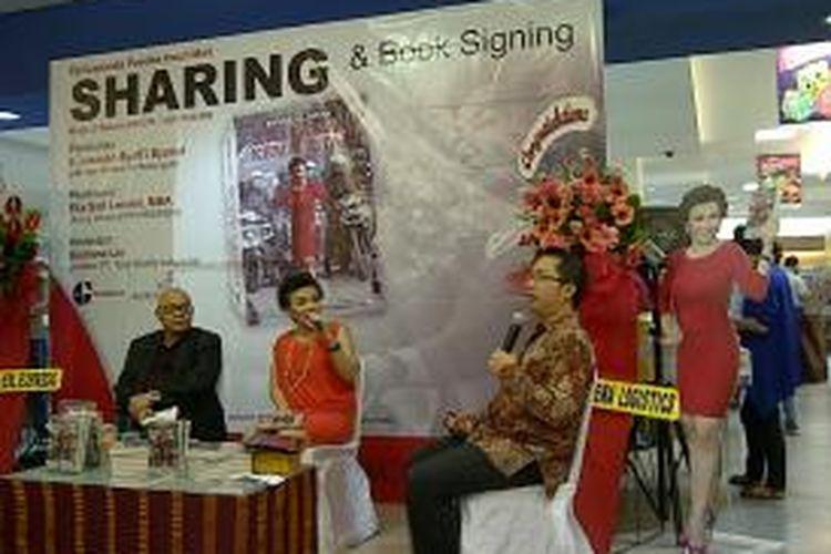 Ketua Umum DPP Organda, Eka Sari Lorena, dan Mantan Menteri Perhubungan, Jusman Syafi'I Jamal, dalam acara peluncuran buku