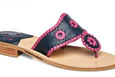 Tahukah Anda Siapa yang Berjasa Populerkan Gaya Sandal Ini?