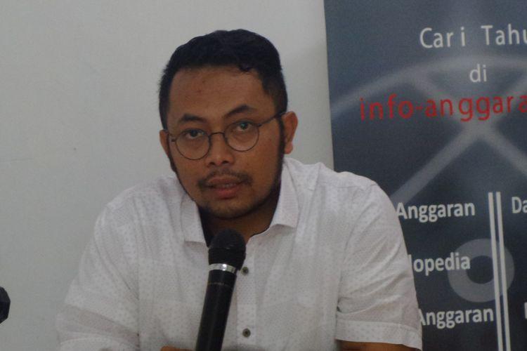 Deputi Sekjen FITRA, Apung Widadi dalam konferensi pers di Seknas Fitra, Jakarta, Rabu (26/4/2017).