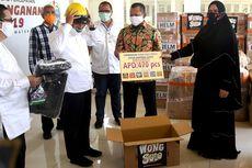 Di Tengah Pandemi, RM Wong Solo Berbagi Kotak Nasi untuk Ribuan TKI dan APD untuk Tim Medis