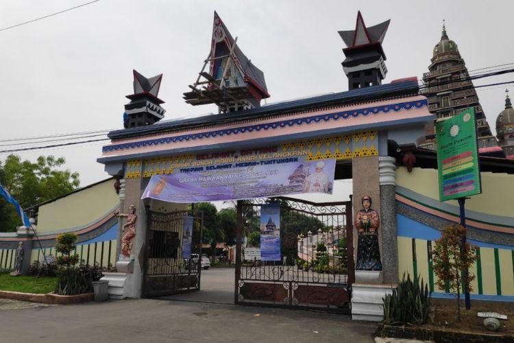 Gereja Graha Maria Annai Velangkanni, bergaya arsitektur Indo Mughal di Medan