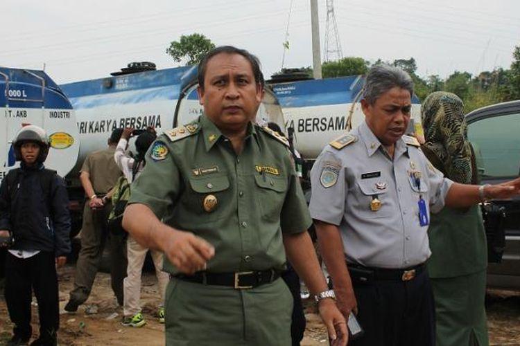 Wakil Walikota Samarinda, Nusyirwan Ismail, mendatangi lokasi penimbunan BBM