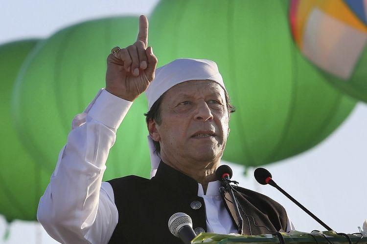 Perdana Menteri pakistan, Imran Khan berpidato pada upacara peresmian Gurdwara Darbar Sahib di Kartarpur, Pakistan. Khan menuduh AS pada Kamis 25 Juni 2020 telah mensyahidkan pimpinan Al Qaida sekaligus dalang penyerangan 9/11, Osama bin Laden.