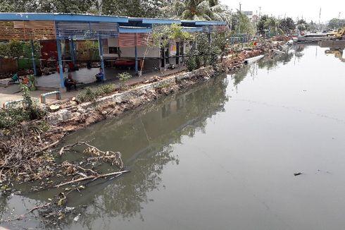 Bau Menyengat di Kali Krendang Berasal dari Limbah Rumah Warga