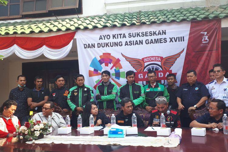 Presidium Gerakan Aksi Roda Dua (Garda) didampingi Direktur Jenderal Perhubungan Darat Kementerian Perhubungan (Kemenhub) Budi Setiyadimengumumkan penundaan aksi 188. Foto diambil di Kantor Sekretariat Garda, Jakarta Pusat, Kamis (16/8/2018).