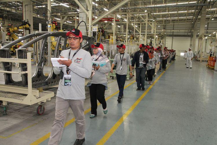 Kunjungan blogger dan komunitas ke pabrik Mitsubishi di kawasan industri GIIC Deltamas, Bekasi, Jawa Barat, Rabu (7/2/2018).