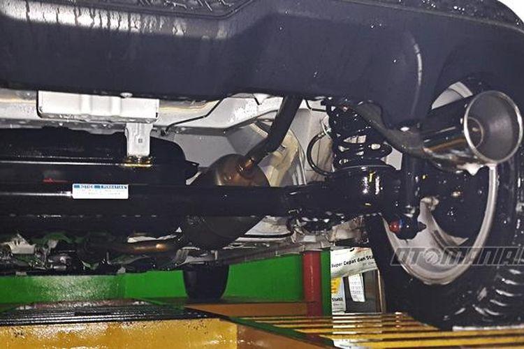 cuci mobil hidrolik bisa maksmial bersihkan kotoran di kolong mobil.