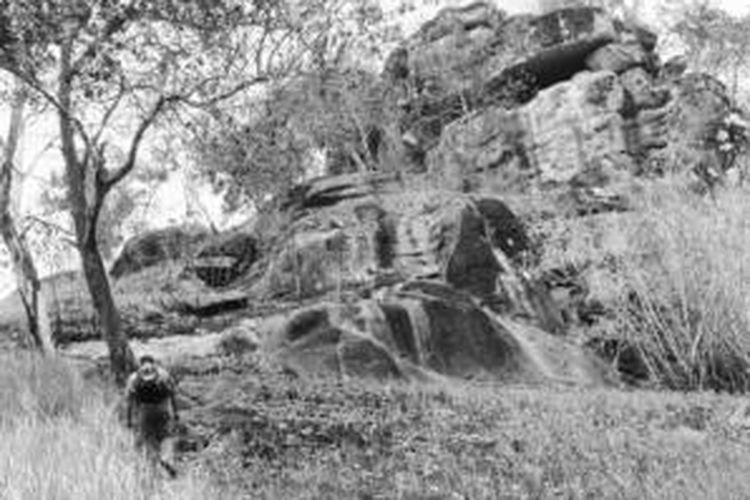 Wisatawan mendaki Bukit Tangkiling di Kota Palangkaraya, Kalimantan Tengah. Pemandangan indah bisa dinikmati dari tempat yang termasuk Taman Wisata Alam Bukit Tangkiling dengan jarak 34 kilometer dari pusat Kota Palangkaraya itu. Puncak bukit berketinggian 197 meter dari permukaan laut itu dapat dicapai setelah pendakian sekitar 30 menit. Bukit Tangkiling adalah tujuan wisata unggulan.