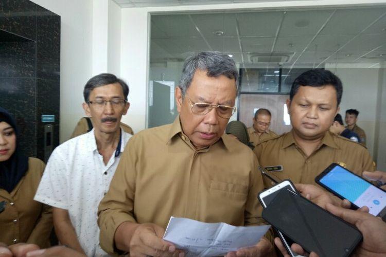 Wakil Wali Kota Tangsel, Bemyamin Davnie mengatakan penderita penyakit demam berdarah (DBD) yang ada di wilayah Tangerang Selatan, terus meningkat. Tercatat ada sebanyak 87 pasien penderita DBD menjalani perawatan di Rumah Sakit Umum Tangsel, sepanjang tahun 2020. Hal tersebut dikatakan Benyamin saat mengunjungi RSU Tangsel, Selasa (10/3/2020)