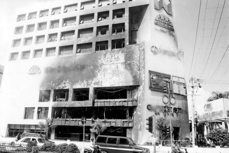 Fatur Rahmy, Kota Yang Terluka, Fotografi Dokumenter, 1997