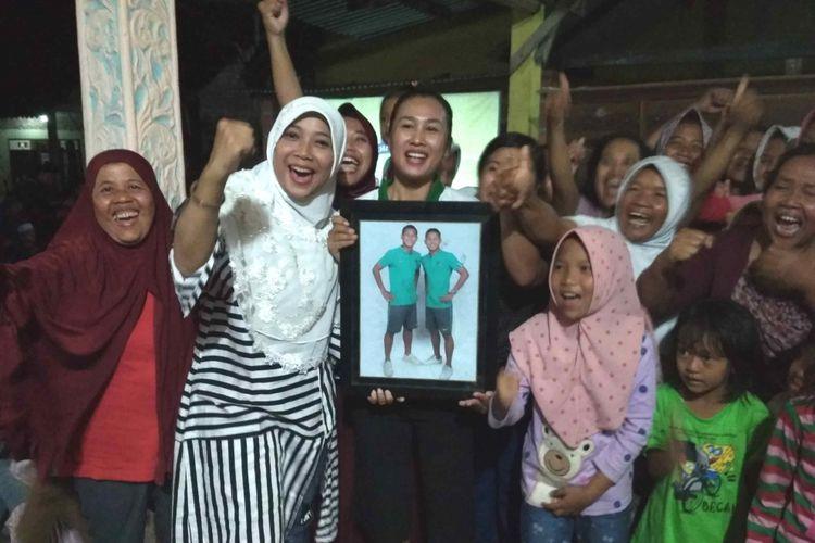 Warga Desa Pancuranmas, Kecamatan Secang, Kabupaten Magelang, menyambut kemenangan timnas di Piala AFF U-16 2018. Desa ini merupakan daeraah asal dua punggawa timnas U16 Bagas Kaffa dan Bagus Kahfi.