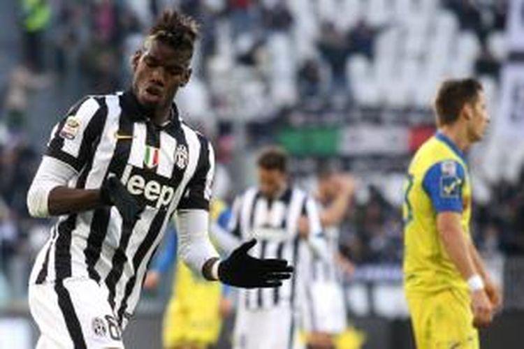 Selebrasi gelandang Juventus, Paul Pogba, seusai mencetak gol ke gawang Chievo Verona, pada pertandingan lanjutan Serie-A, Minggu (25/1/2015).