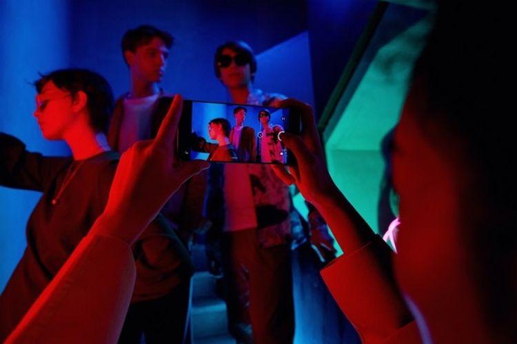 Ilustrasi merekam dengan smartphone