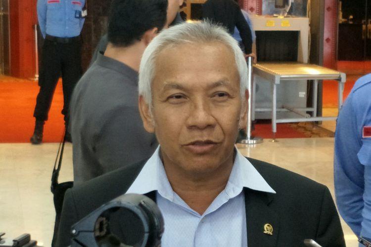 Wakil Ketua DPR Agus Hermanto di Gedung DPR, Jakarta, Senin (20/11/2017)