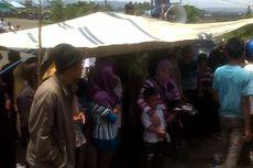 Unjuk Rasa, 500 Petani Memasak di Pelataran Kantor Pemda Seluma