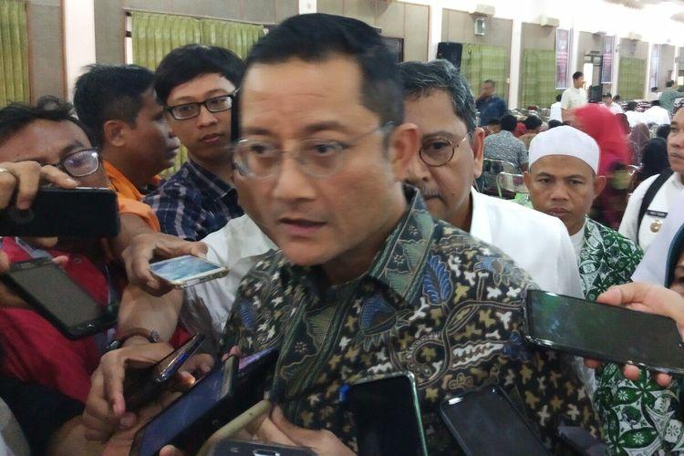 Menteri Sosial (Mensos), Juliari Batubara seusai membuka Rakernas DPP Perkumpulan Aparatur Pemerintah Desa Seluruh Indonesia (Papdesi) di Solo, Jawa Tengah, Kamis (12/12/2019).