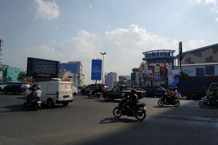 Persimpangan Jalan Ahmad Yani, Bekasi.